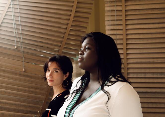 La réalisatrice de «Robuste», Constance Meyer, et l'actrice Déborah Lukumuena, le 7 juillet 2021,sur la terrasse de la plage de la Semaine de la critique à Cannes.