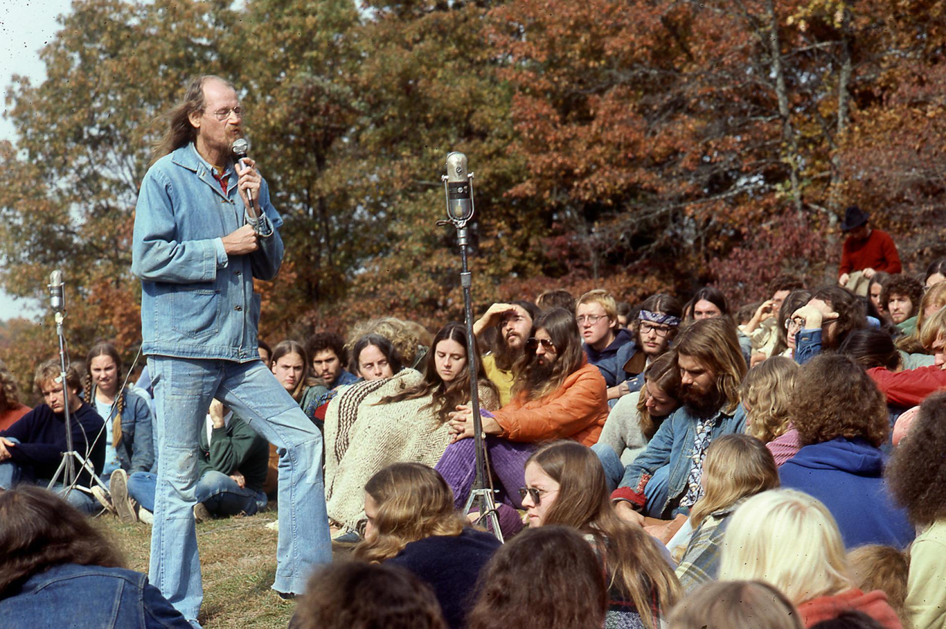 Stepher Gaskin, leader de La Ferme, une communauté alternative installée dans le Tennessee, d'où furent bannis les produits animaux.