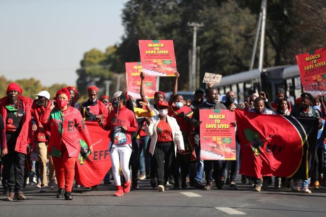 Manifestation exigeant le déploiement desvaccins contre le Covid-19, à Pretoria (Afrique du Sud), le 25 juin 2021.