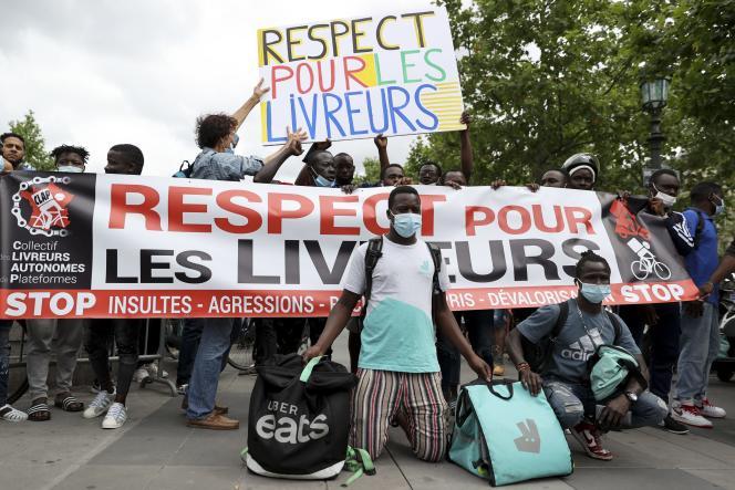 Manifestation de livreurs place de la République, à Paris, le 18 juin 2021, pour dénoncer l'agression d'un collègue à Cergy-Pontoise.