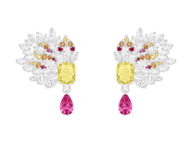 Boucles d'oreilles Extraordinary Light, en or blanc, diamants, diamants jaunes, spinelles et spessartites, Piaget.