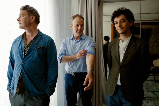 Thomas Bidegain, Tom McCarthy et Noé Debré, à l'hôtel JW Marriott à Cannes, le 9juillet 2021.