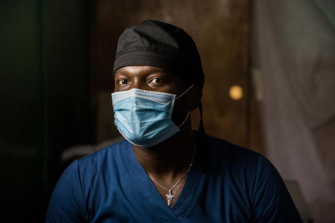 Le docteur Chauvel Alcy, à l'hôpital universitaire Justinien, à Cap-Haïtien (Haïti), le 26 juin 2021.