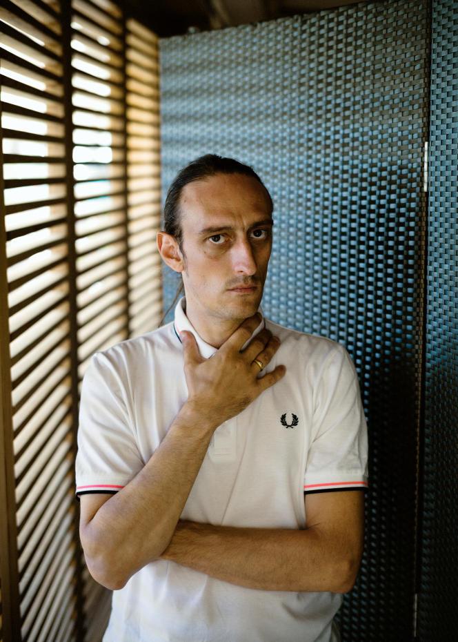 L'acteur et réalisateur Pascal Tagnati,le 9 juillet 2021, sur la plage de la Quinzaine des réalisateurs à Cannes.