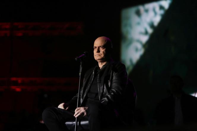 Slavi Trifonov en concert lors d'une émission télévisée à Sofia, le 31 mars 2021.