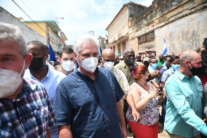 El presidente cubano Miguel Díaz-Coronel viajó a San Antonio de los Baños para reunirse con los manifestantes.