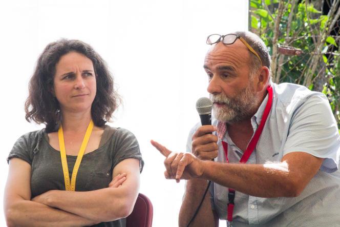 Morgan Large, journaliste à Radio Kreiz Breizh, et Serge Bousquet-Cassagne, président de la chambre d'agriculture du Lot-et-Garonne à la conférence « Médias et pesticides : Pourquoi tant de haine ?», le 11 juillet 2021 à Couthures.