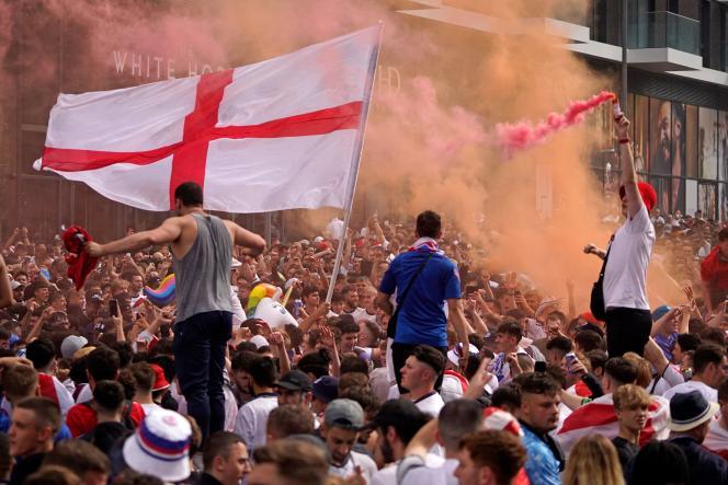 La foule des supporteurs anglais devant le stade de Wembley, dimanche 11 juillet 2021.