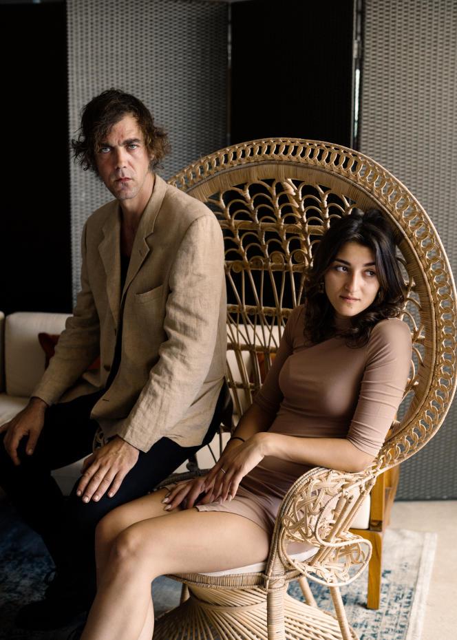 Gabriele Silli et Maria Alexandra Lungu, le 11 juillet sur la plage de la Quinzaine des réalisateurs, à Cannes.