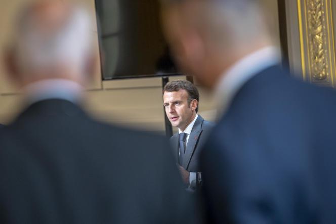 Emmanuel Macron lors d'une réunion avec des membres de la filière automobile, à l'Elysée, le 12 juillet 2021.