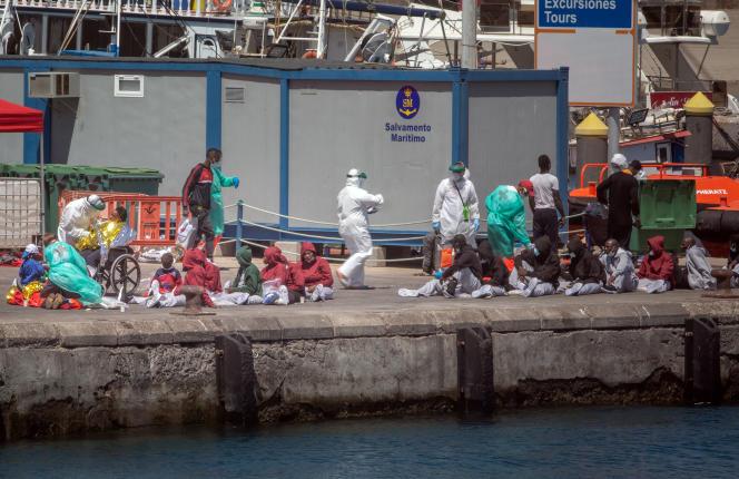 Après un sauvetage de migrants en mars 2021 à Santa Cruz de Ténérife, aux Canaries.