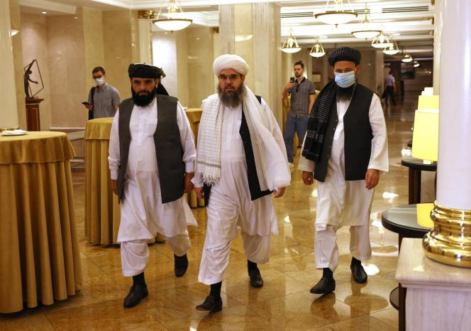 La délégation talibane à Moscou, le 9 juiillet. Au cenhtre, lecheikh Shahabuddin Delawar.
