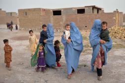 Des femmes afghanes et leurs enfants, le 8 juillet 2021, dans la région d'Herat.