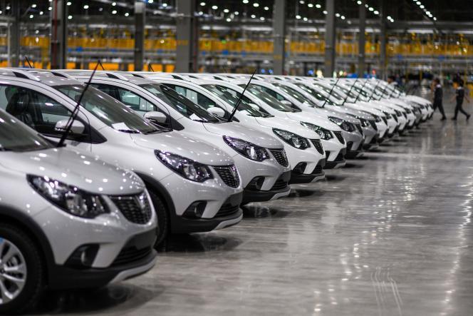 Des véhicules neufs dans l'usine VinFast, au Vietnam, le 14 juin 2019. En juillet 2021, le fabricant a annoncé qu'il allait lancer pour l'année à venir deux nouveaux modèles électriques à destination des marchés nord-américain et européen.
