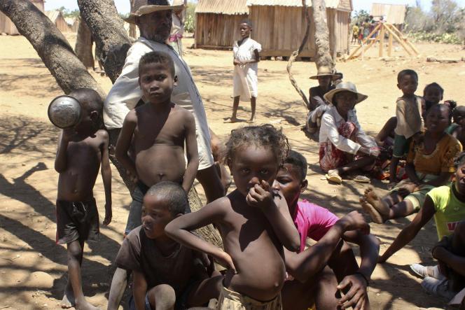 A maioria das crianças do vilarejo de Ankilimarovahatsi, no extremo sul da ilha de Madagascar, sofre de desnutrição grave em 9 de novembro de 2020.