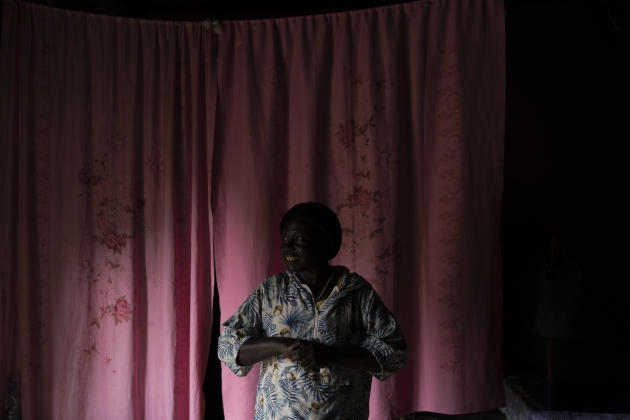 Lilda, 51 ans, chez elle à Yei, au Soudan du Sud, le 5 juillet 2021 : « Pendant le conflit, je n'ai pas quitté ma maison, je suis restée ici malgré les dangers, je ne peux pas vivre loin. »