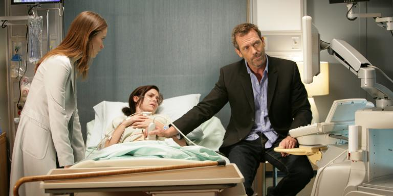 House, Md (US TV Series) (2004-) - Pers: Olivia Wilde, Christine Woods, Hugh Laurie - Photo Credit: Fox-TV / The Kobal Collection / Taylor, Adam / Aurimages