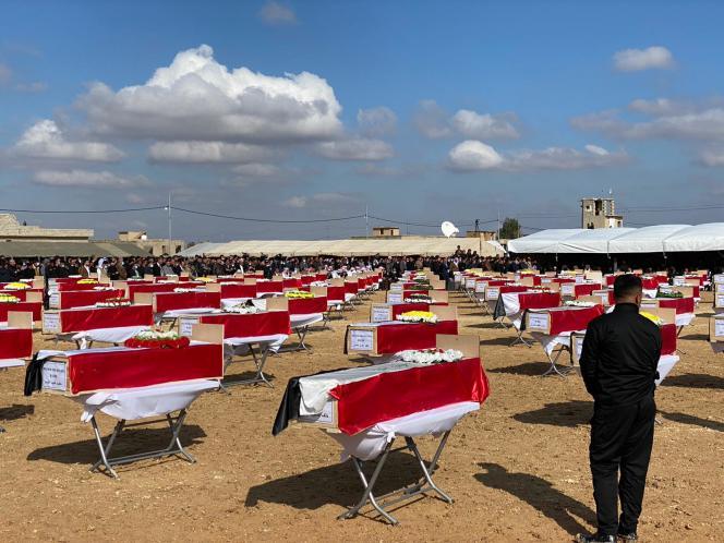 Cérémonie organisée à l'occasionduretour des dépouilles des victimes yézidis, à Kocho (Irak), en février 2021.