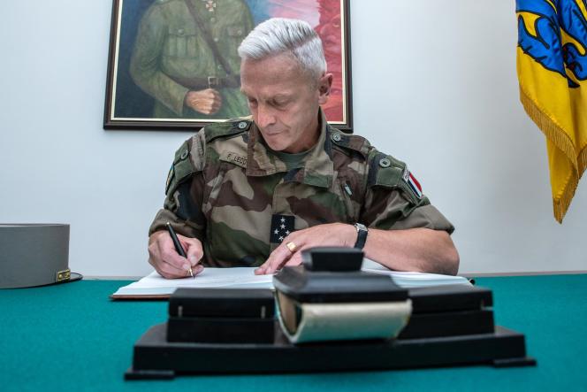 Paralelamente à cerimônia de premiação para soldados estonianos feridos durante um ataque a uma base militar no Mali no ano passado, o Comandante-em-Chefe do Exército francês, François Legointre, assinou um livro de visitas em Tallinn em 27 de agosto de 2020.