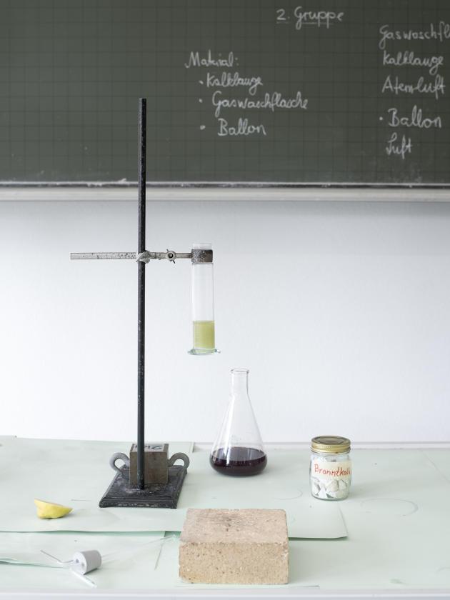 Cours sur l'hydroxyde de calcium àl'école Rudolf-Steiner-Mayenfelsde Pratteln, en Suisse, le 25 juin 2021.