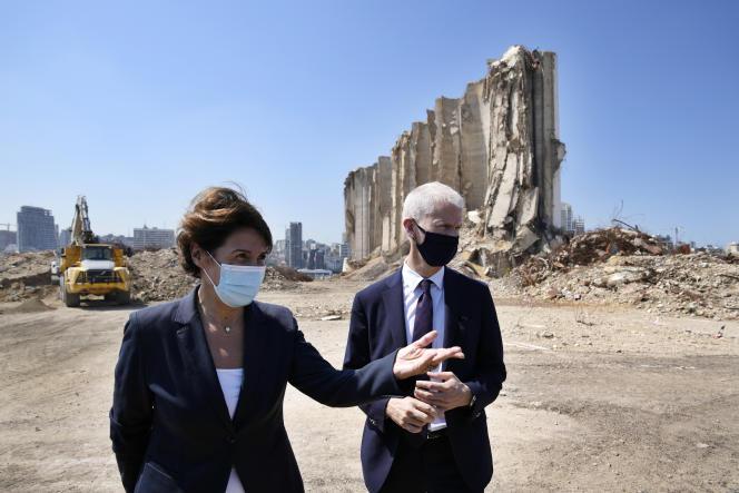 Le ministre français du commerce extérieur, Franck Riester, et l'ambassadrice de France au Liban, Anne Grillo, le 13 juillet, au port de Beyrouth.
