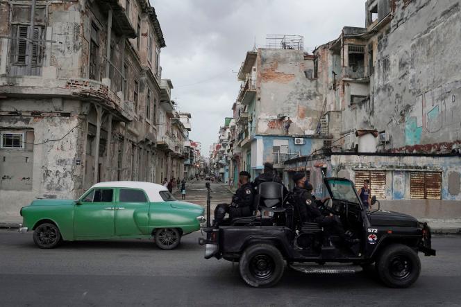 Na ulicy w Hawanie na Kubie, 13 lipca 2021 r.