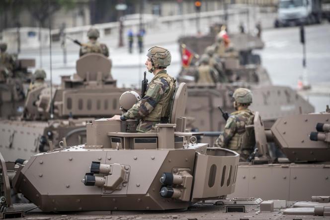 Lors du défilé militaire sur les Champs-Elysées à Paris, le 14 juillet 2021