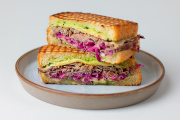 Le sandwich au pastrami conçu par le chef Simon Horwitz.