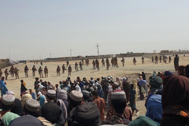 Des gardes-frontières pakistanais bouclent la zone près d'un poste-frontière entre l'Afghanistan et le Pakistan à Chaman, le 15 juillet 2021, un jour après que les talibans ont pris le contrôle du côté afghan de la frontière.