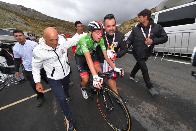 Mauro Gianetti (à gauche) UAE Team Emirates et Tadej Pogacar (centre) pendant le 74e Tour d'Espagne 2019.