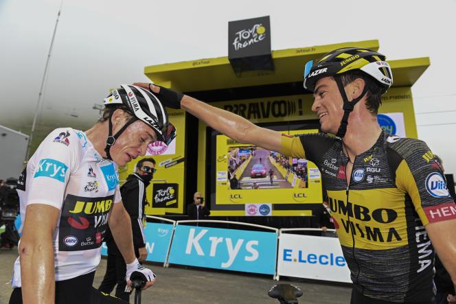 LeDanois Jonas Vingegaard (à gauche), que félicite son coéquipier l'Américain Sepp Kuss, à droite, après la 18e étape du Tour de France entre Pau et Luz Ardiden, le 15 juillet.