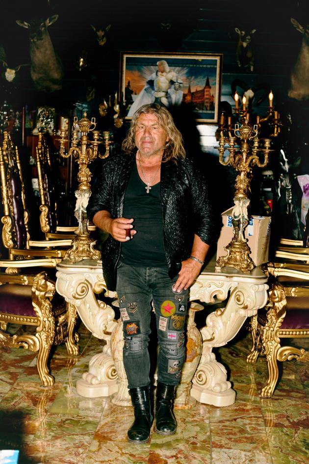 Georgi Tumpalov, concepteur, constructeur et hôte du château Amoureux du vent, à Ravadinovo (Bulgarie), le 22 juin 2021.