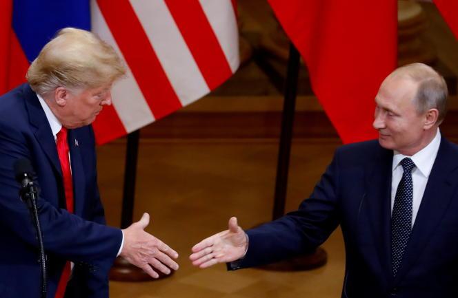 L'ancien président américain Donald Trump et le président russe, Vladimir Poutine, lors d'une conférence de presse conjointe à Helsinki, en 2018.