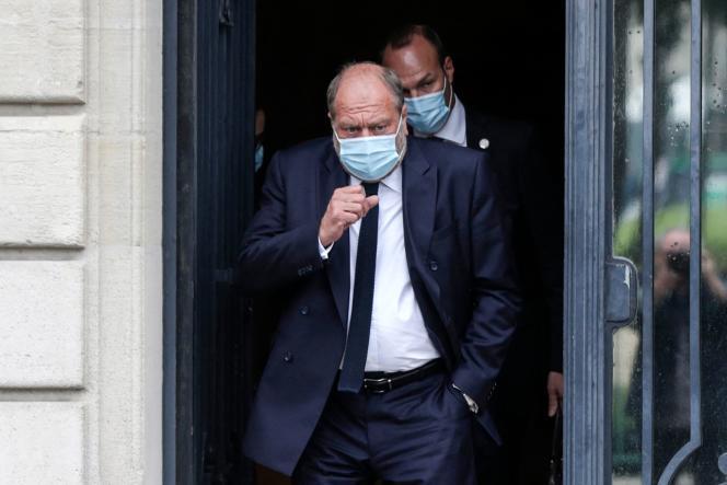 Le ministre de la justice, Eric Dupond-Moretti, quitte la Cour de justice après un interrogatoire, à Paris, le 16 juillet 2021.