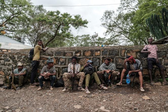 Des Fannos, membres d'une milice amhara, dans le village d'Addi Arkay, en Ethiopie, le 14 juillet 2021.