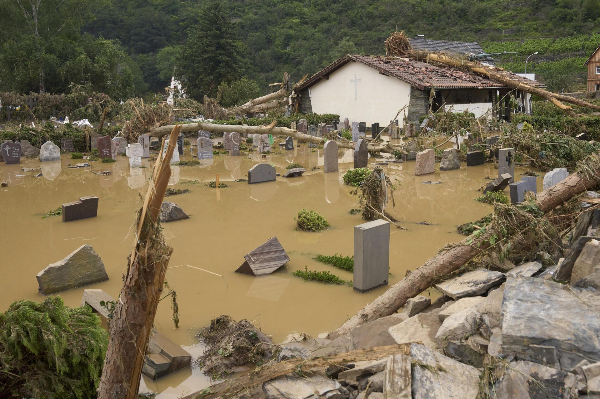 Le cimetière est inondé à Altenahr, en Allemagne, le 15 juillet 2021.