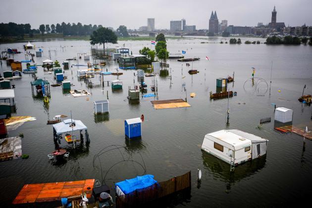 Un camping inondé à Ruremonde, aux Pays-Bas, le 15 juillet 2021.