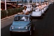 Sortie en 1957, la Nouvelle Fiat 500, voiture emblématique de la marque italienne.