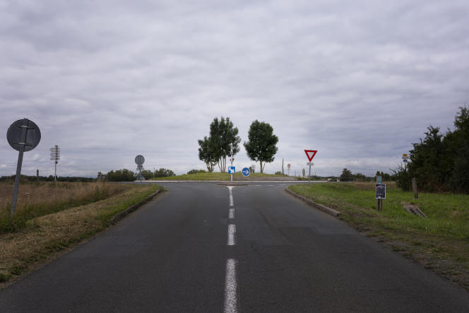Rond-point sur la D9, entre Sevreau et Niort (Deux-Sèvres), le 9 juillet 2021.