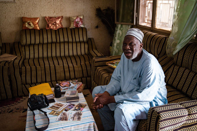 Le photographe malien Diango Cissé, 76 ans, chez lui à Bamako, le 26 juin 2021.