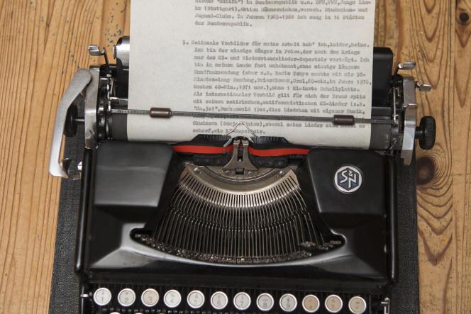 La machine à écrire d'Aleksander Kulisiewicz sur laquelle il tapait les compositions des déportés, Cracovie, Pologne, 9 juillet 2021.