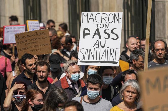 Manifestation contre le passe sanitaire à Paris le 17 juillet 2021.