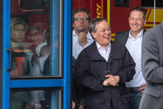 Lider niemieckiej Partii Konserwatywnej Armin Laschet w sobotę 17 lipca podczas podróży do Irwistadt w Nadrenii Północnej-Westfalii.
