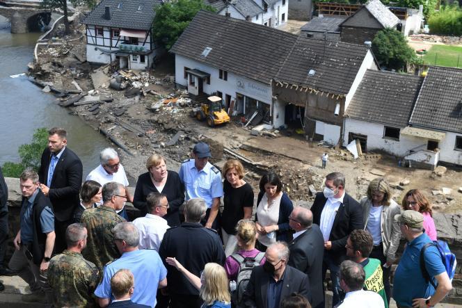 Angela Merkel a constaté les dégâts causés par les inondations à Schuld, dimanche 18 juillet 2021 en Allemagne.
