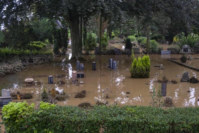 Le cimetière inondé de Erfstadt, en Allemagne, le 17 juillet 2021.