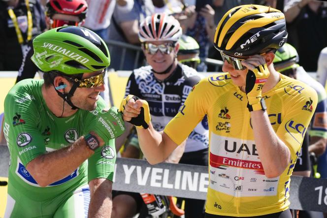 Le Slovène Tadej Pogacar et le Britannique Mark Cavendish (maillot vert), avant le départ de la dernière étape du Tour de France,le 18 juillet.
