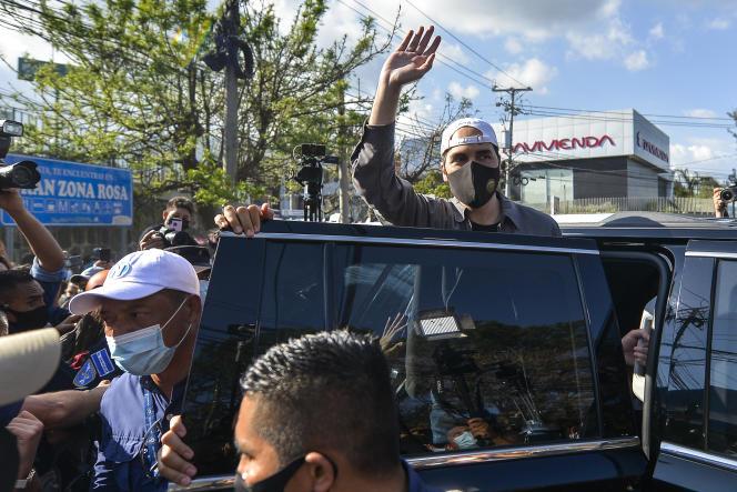 Nayib Bukele, président du Salvador, après avoir quitté un bureau de vote lors des élections législatives à San Salvador, El Salvador, le dimanche 28 février 2021.