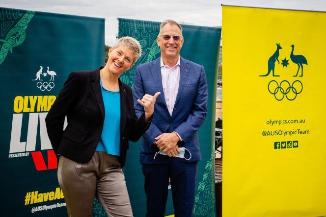 L'ancienne championne olympique de volley australienne, Natalie Cook, avec Mark Stockwell, ancien champion olympique de natation, membres du comité d'organisation des JO de Brisbane.