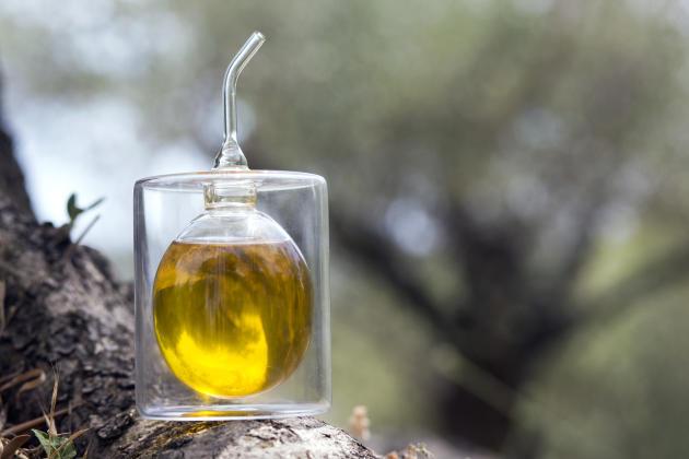 Le flacon d'huile d'olive emblème de La Bastide Saint-Antoine.