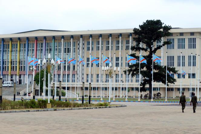 Le Palais du peuple, rassemblant l'Assemblée nationale et le Sénat, dans la capitale congolaise Kinshasa, en septembre 2013.